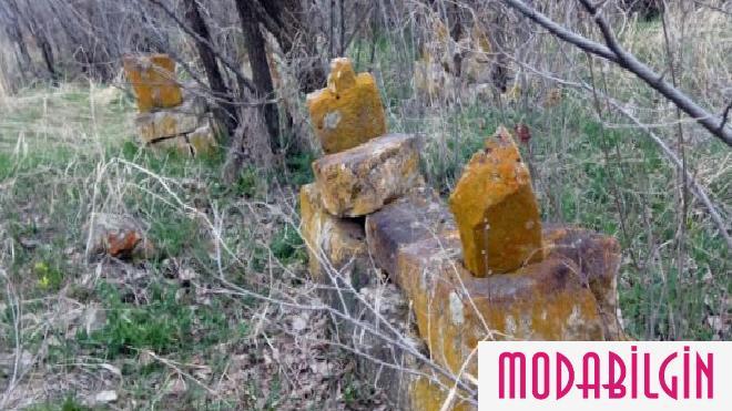 tarihi-mezarlik-definecilerin-maksadi-oldu-1-mxmEIzgH.jpg